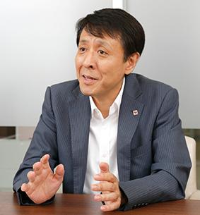 営業本部ショールーム推進部 明 拓洋(あきら・たくよう)副部長